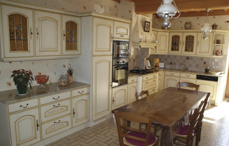 Cuisines rustique tradition couleur cuisines laurent for Cuisines rustiques